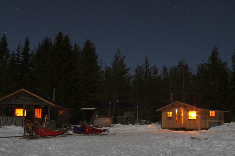 Die Hütten bei Nacht